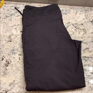 Lucy draw String Capris Size M NWOT